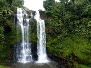 waterfall-141771_640