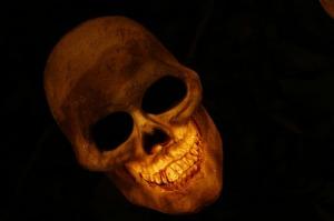 skull-570975_640 (2)